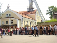 Salt Mine - the queue for tickets